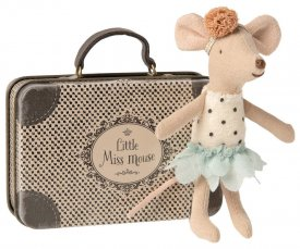 mouse-little-sister-in-suitcase