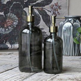 pump-bottle-black-glass-chic-antique